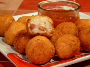 bolitas-de-queso-con-panceta-300x225